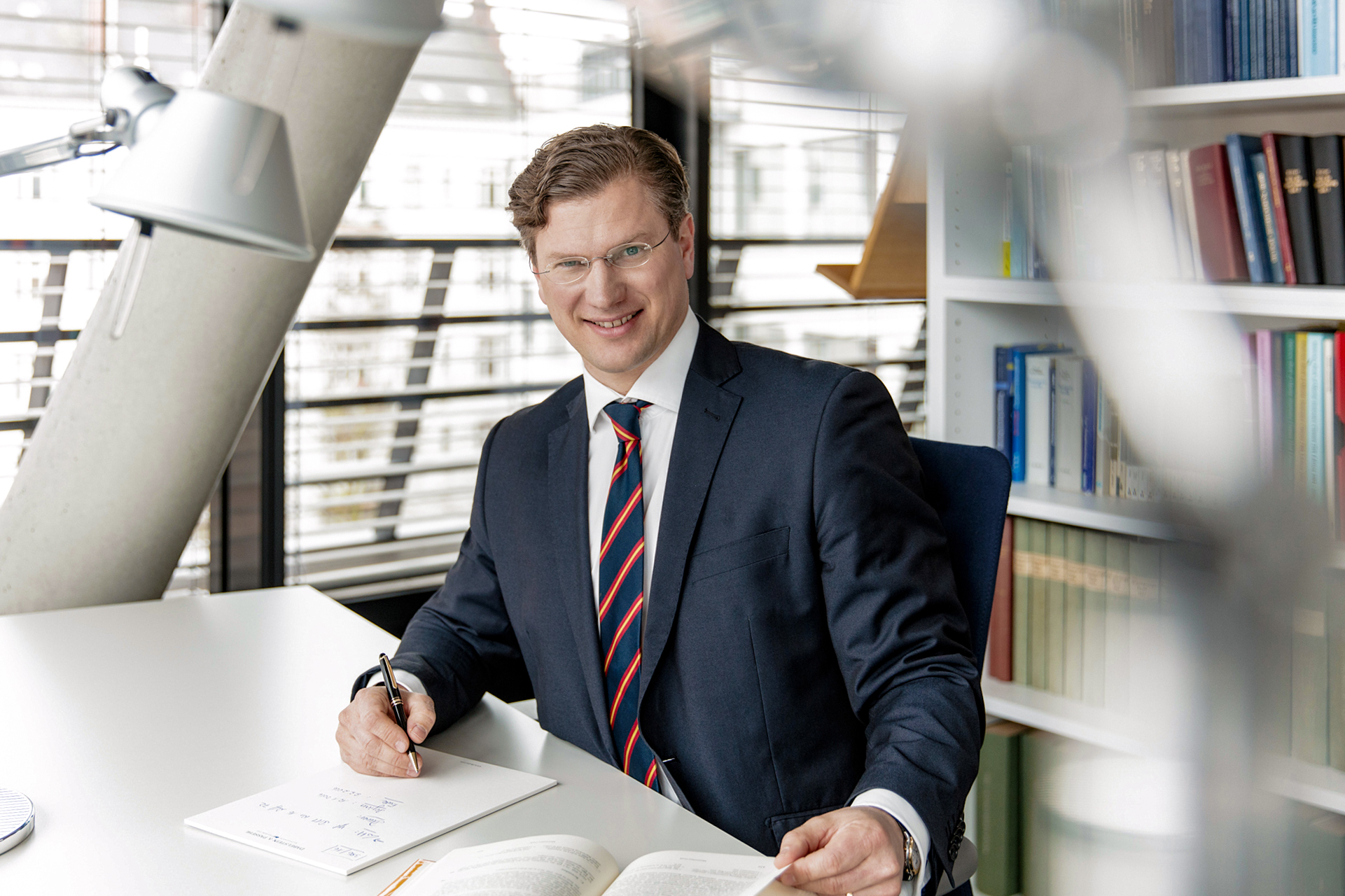 Rechtsanwalt Dr. Maximilian Guth ⚖️ Hamburg Wirtschaftsrecht